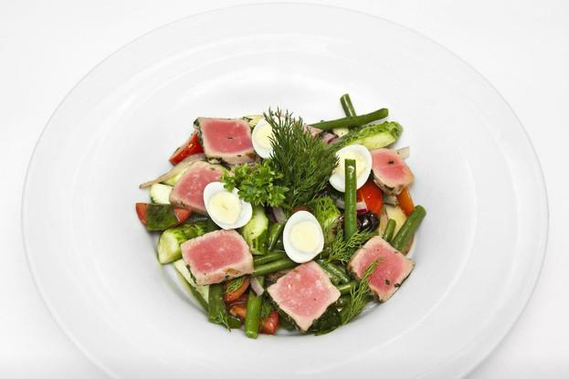Ресторан «Francesco», Санкт-Петербург: Салат с тунцом стручковой фасолью и оливками.