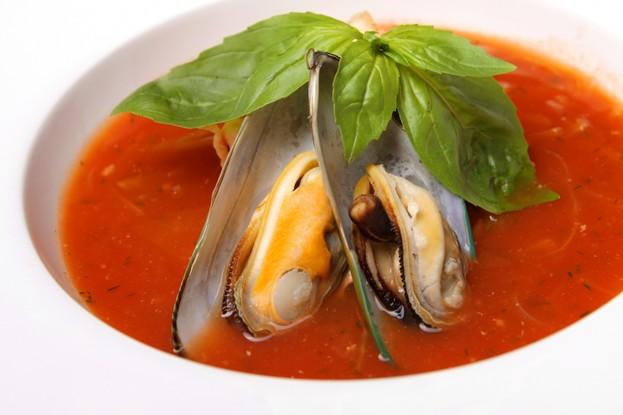 Ресторан «Usoff», Санкт-Петербург: Томатный суп с креветками и мидиями.