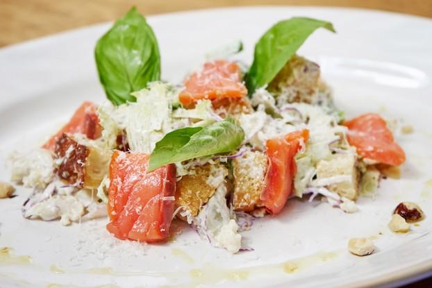 Ресторан «Jamie's Italian», Санкт-Петербург: Цезарь с лососем