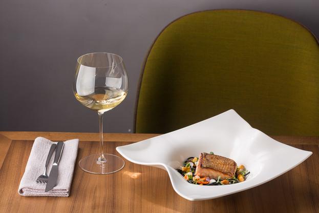 Ресторан «Una», Санкт-Петербург: Стейк из лосося и спагетти с чернилами каракатицы