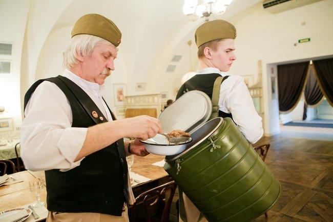 Русская рюмочная № 1: Праздничная каша с тушенкой