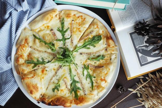 Ресторан «Ель», Санкт-Петербург: Пицца с сыром Таледжио и трюфельным маслом