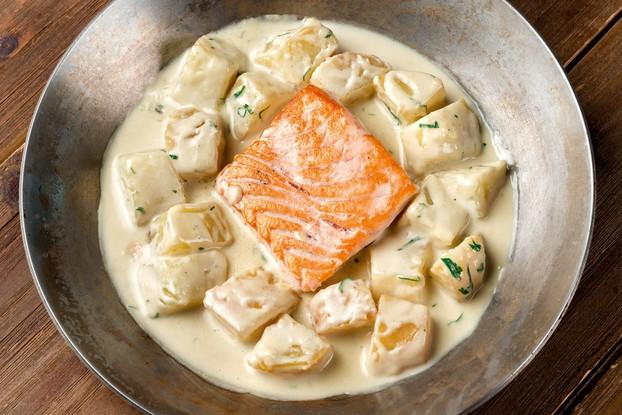 Ресторан «Food Park», Санкт-Петербург: Запеченный лосось с горганзолой и картофелем