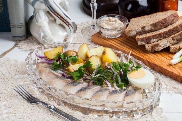 Ресторан «Мари Vanna», Санкт-Петербург: Олюторская сельдь с печеным картофелем и ялтинским луком
