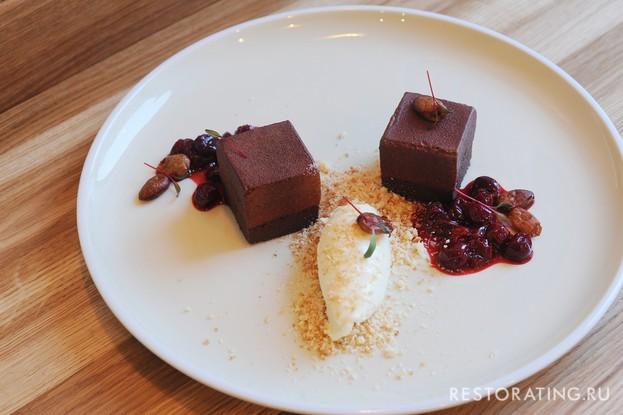Ресторан «Мы дружим», Санкт-Петербург: Десерт «Вишня и шоколад»