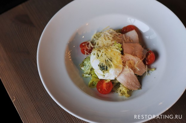 Ресторан «Vsёхорошо!», Санкт-Петербург: Салат «Фитнес Цезарь»