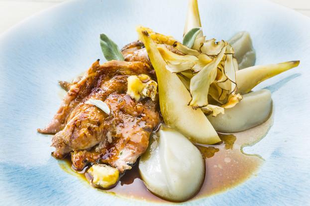 Ресторан «Гастрономика», Санкт-Петербург: Цыпленок с грушей и горгонзолой, 890 руб