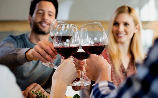Мы дружим: Вино и друзья — вечер не зря