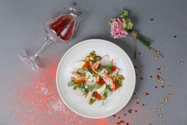 Ресторан «Chateau Vintage», Санкт-Петербург: Оливье с камчатским крабом и красной икрой