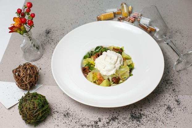 Ресторан «Chateau Vintage», Санкт-Петербург: Салат со страчателлой