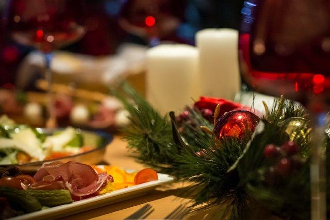 Нож справа, вилка слева: Новогодняя ночь
