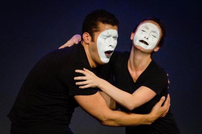 Баклажан: Мимы, подарки и живой вокал