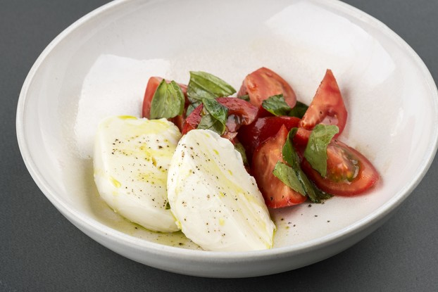 Ресторан «Terrassa», Санкт-Петербург: Моцарелла со спелыми томатами