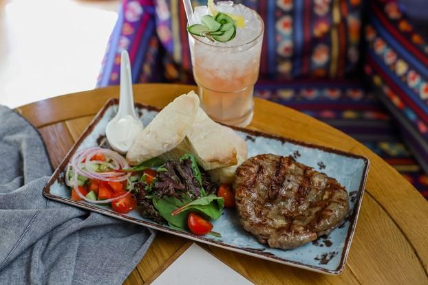 Ресторан «Serbish meat fish», Санкт-Петербург: Гурманска плескавица