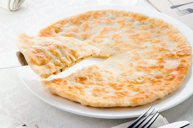 Ресторан «Mindal Cafe», Санкт-Петербург: Хачапури с сыром и мятой