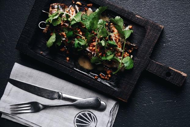 Ресторан «Grebeshki», Санкт-Петербург: Thaiboard: креветка и куриное бедро маринованное в зеленом карри