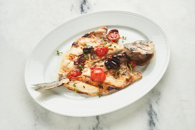 Ресторан «Grill Station», Санкт-Петербург: Дорада на гриле с томатами и оливками каламата
